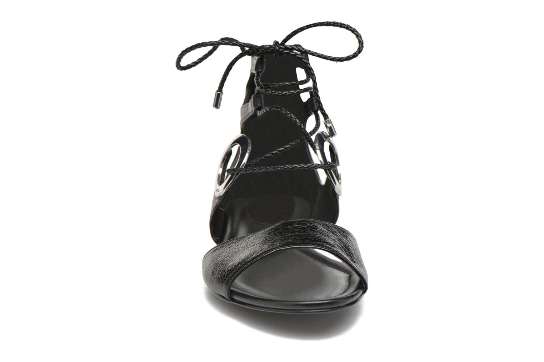Sandales et nu-pieds What For Primrose Noir vue portées chaussures