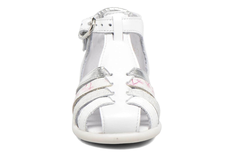 Sandales et nu-pieds Babybotte Guppy4 Blanc vue portées chaussures