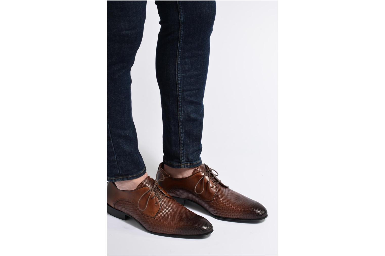 Chaussures à lacets Marvin&Co Narbroath Marron vue bas / vue portée sac