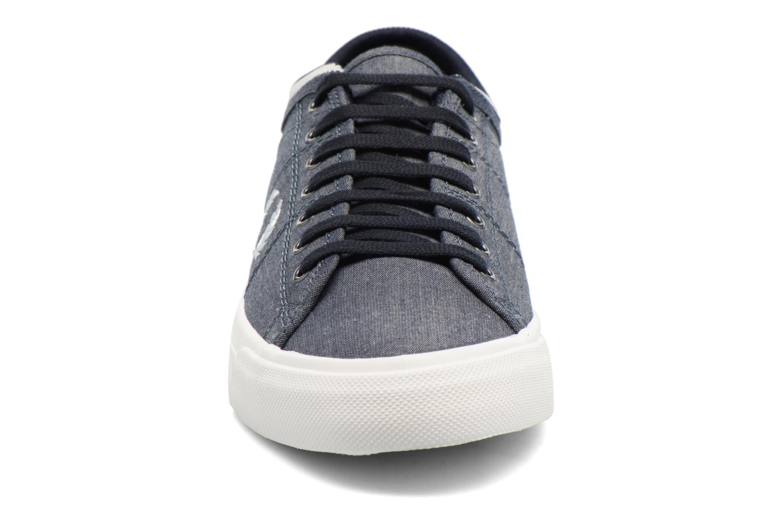 Baskets Fred Perry Kendrick Chambray Bleu vue portées chaussures