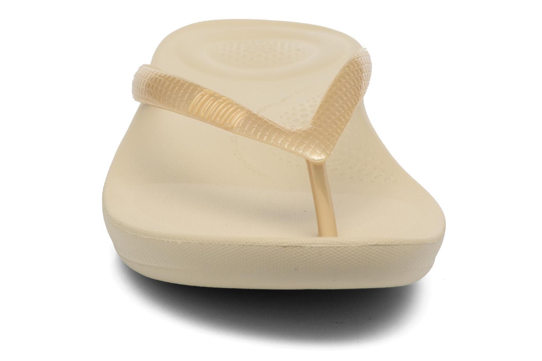 Tongs FitFlop Iqushion Ergonomic Fipflop Or et bronze vue portées chaussures