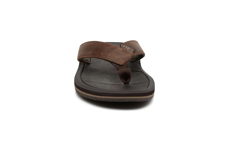 Tongs Reef Machado Night Marron vue portées chaussures