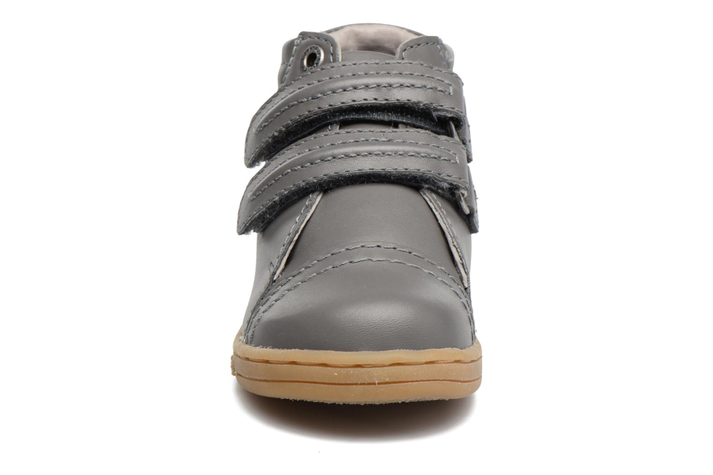Baskets Kickers Trackpad Gris vue portées chaussures