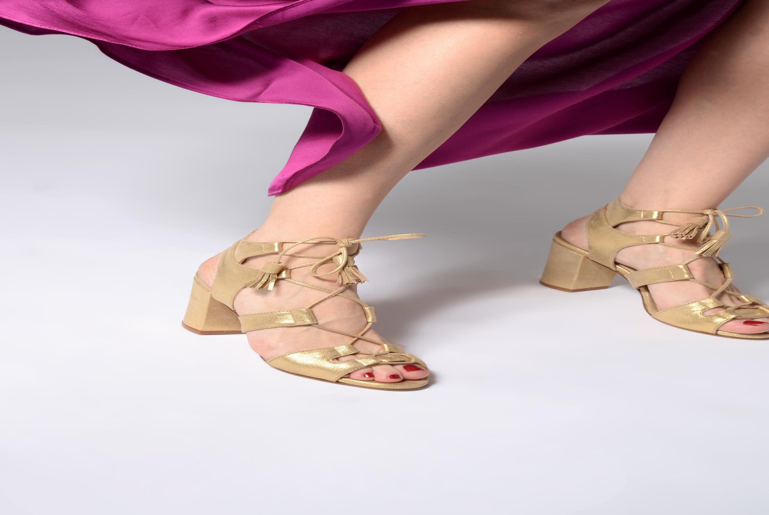 Sandales et nu-pieds Anaki Carilo Marron vue bas / vue portée sac