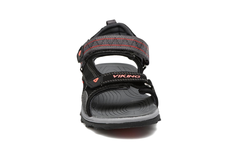 Sandales et nu-pieds Viking Sandoey Noir vue portées chaussures