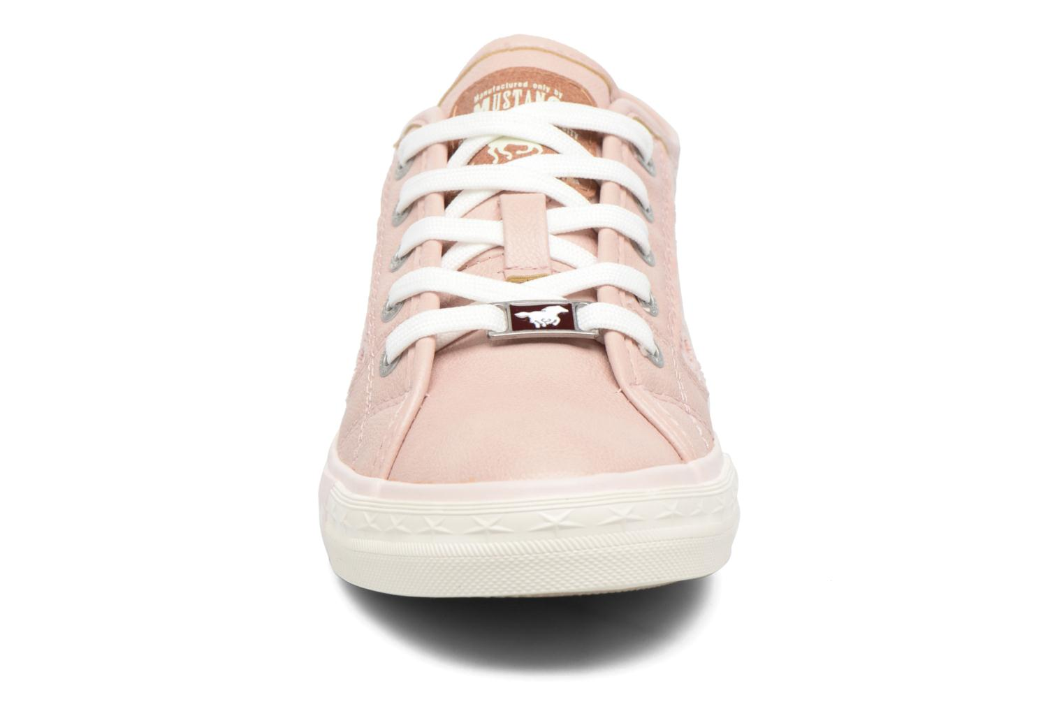 Sneakers Mustang shoes Smith N Rosa modello indossato