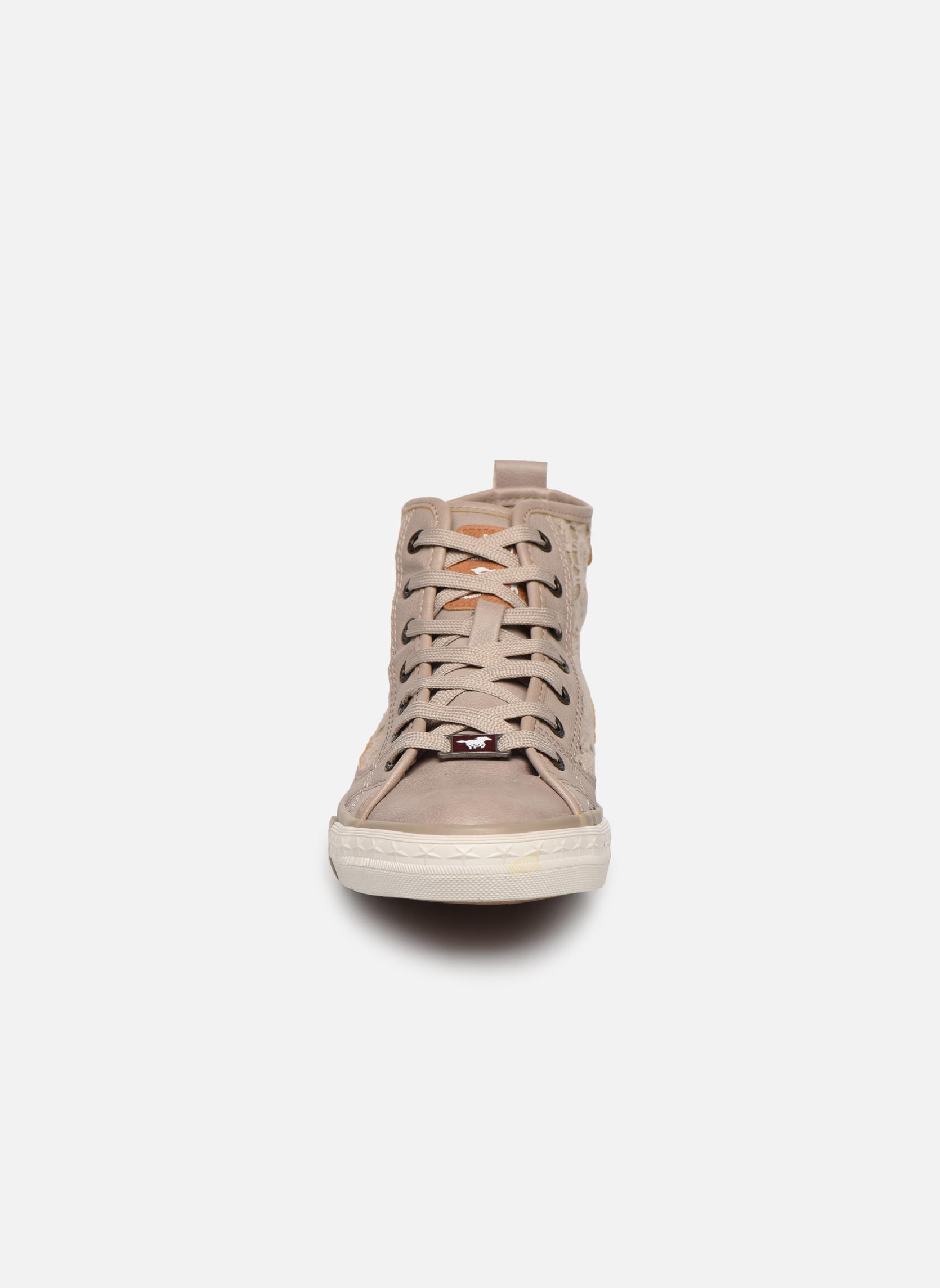Baskets Mustang shoes Nola Beige vue portées chaussures