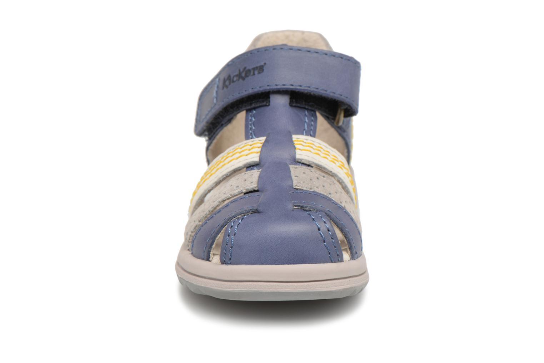 Sandali e scarpe aperte Kickers Platiback Azzurro modello indossato