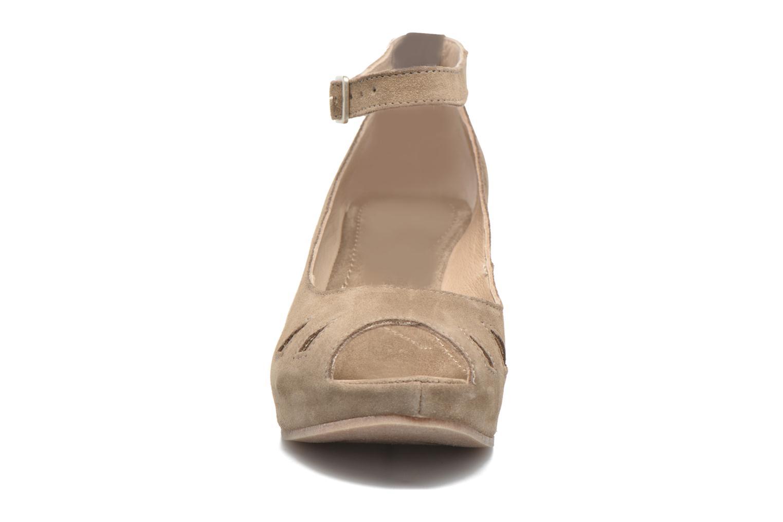 Sandalen Khrio Cylia beige schuhe getragen
