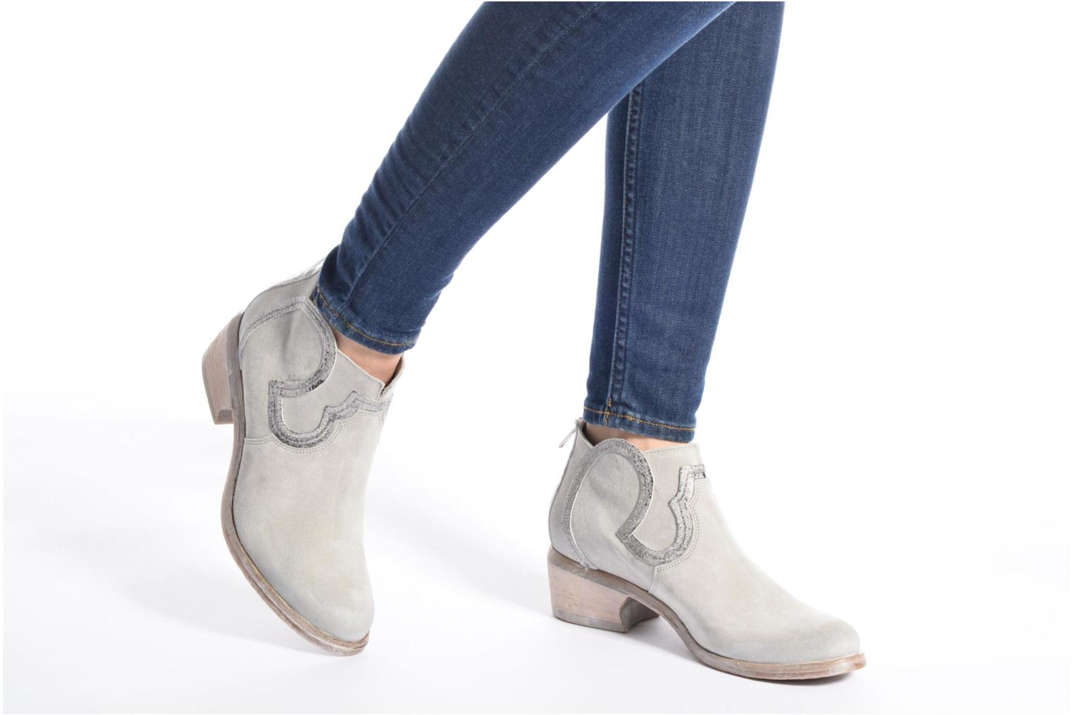 Ankle boots Khrio Giorgia Beige view from underneath / model view