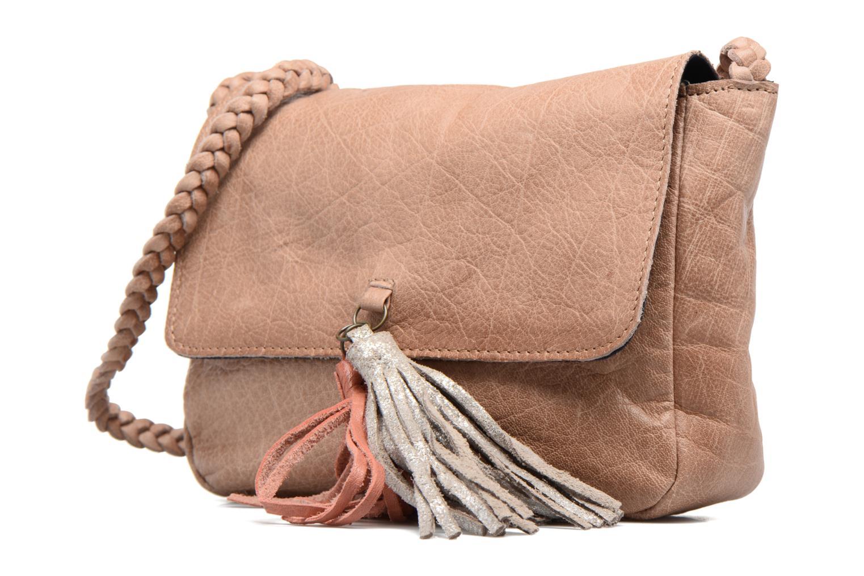 Bolsos de mano Pieces Frabo Leather Crossover bag Beige vista del modelo