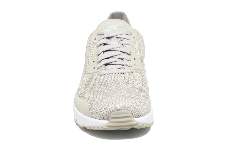 Baskets Nike Air Max 90 Ultra 2.0 Flyknit Beige vue portées chaussures
