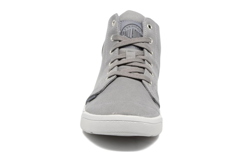 Sneakers Palladium Desrue Mid H Grigio modello indossato