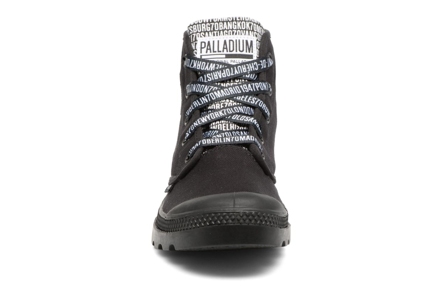 Sneakers Palladium Pampa Hi 70Th U Nero modello indossato