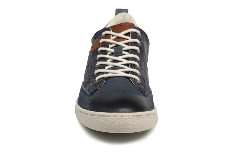 Sneakers Kickers Santa Fe Azzurro modello indossato