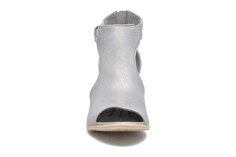 Stivaletti e tronchetti Mustang shoes Theda Grigio modello indossato