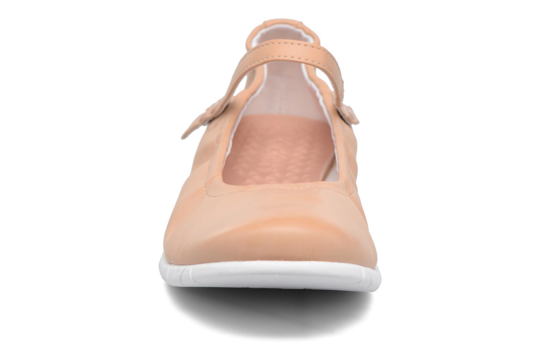 Ballerines Kickers Belina Beige vue portées chaussures