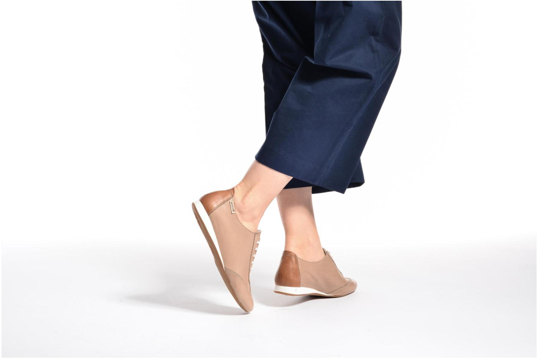 Chaussures à lacets Mephisto Becky Beige vue bas / vue portée sac