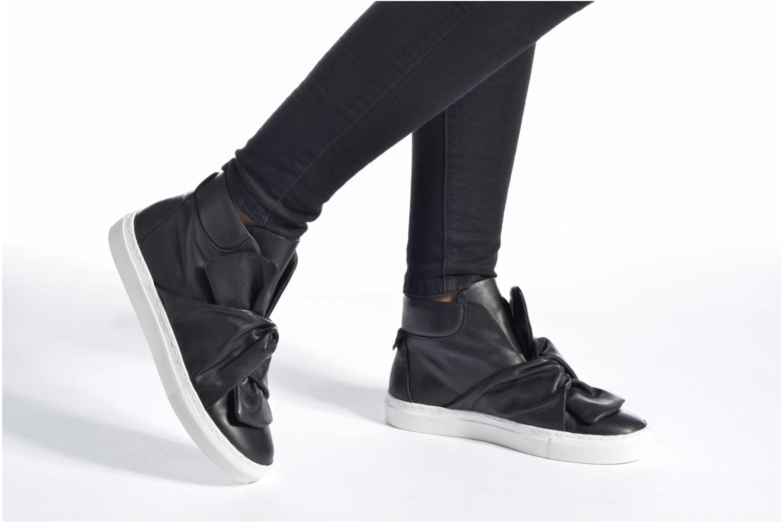 Sneaker Bronx Byardenx 3 schwarz ansicht von unten / tasche getragen