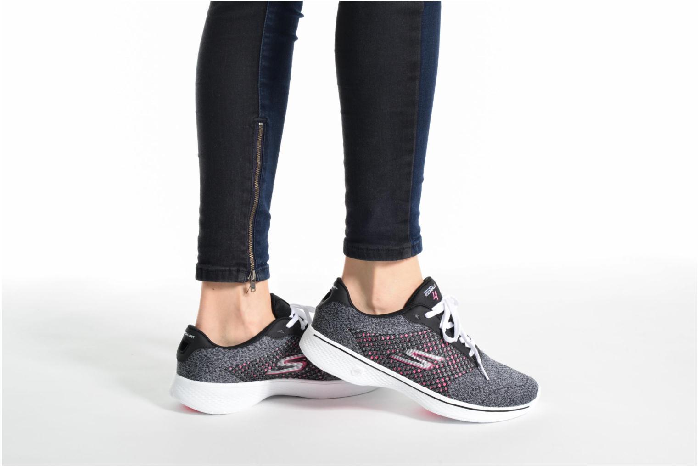 Baskets Skechers GO Walk 4 Exceed Noir vue bas / vue portée sac