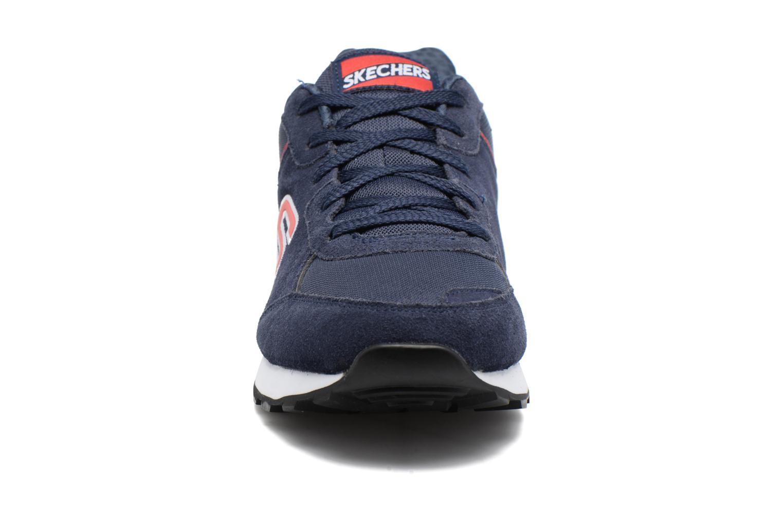 Sneakers Skechers OG 82 Azzurro modello indossato