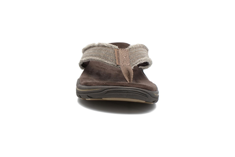 Tongs Skechers Evented Arven Marron vue portées chaussures