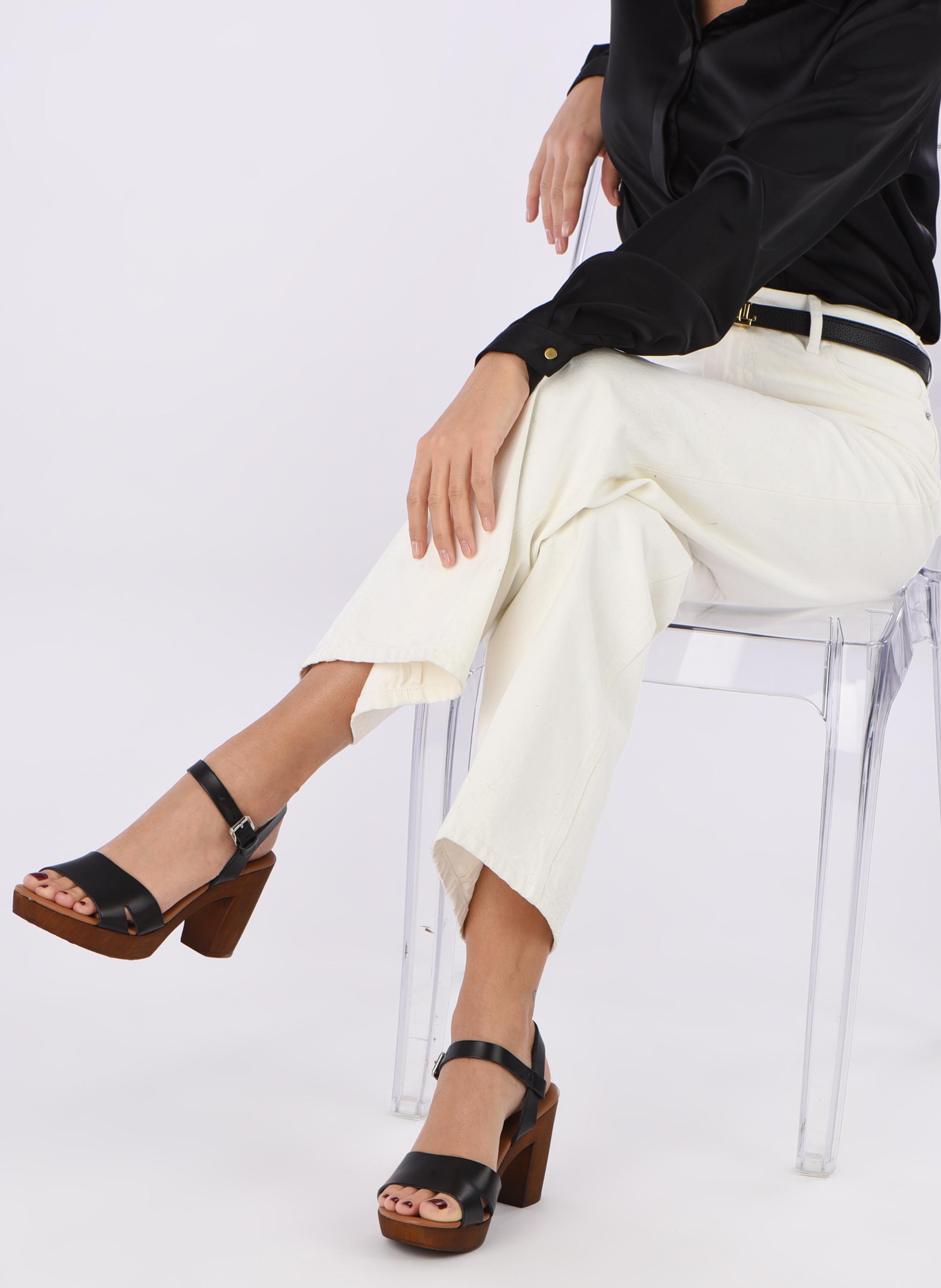 Sandali e scarpe aperte Georgia Rose Dobou Nero immagine dal basso