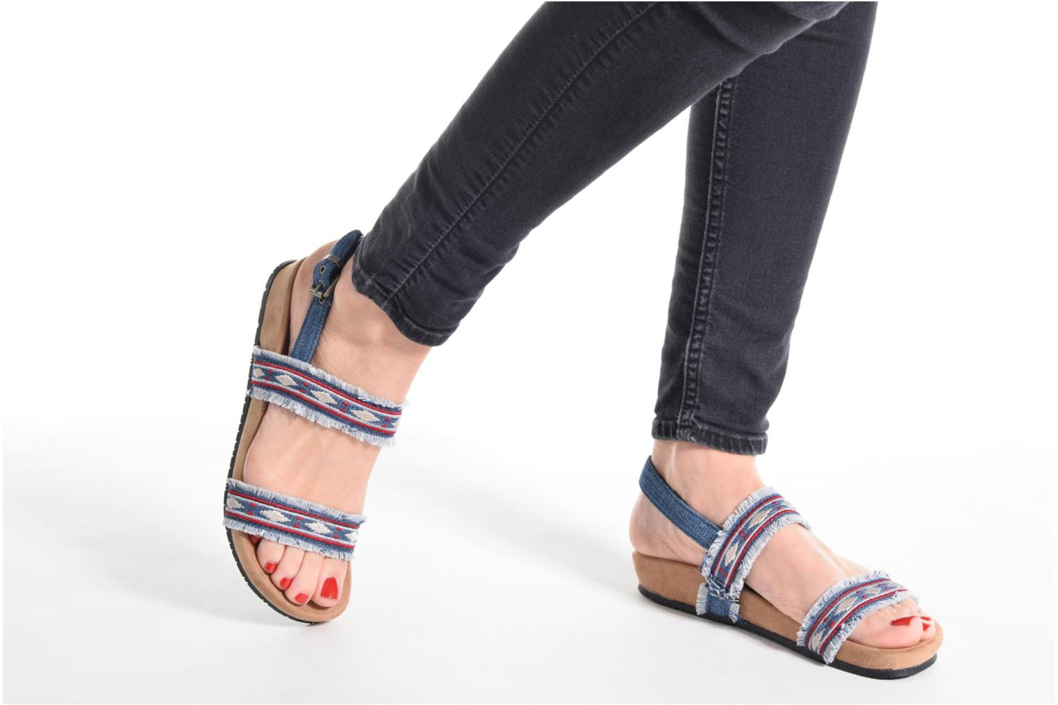 Sandals Minnetonka Melody Blue view from underneath / model view