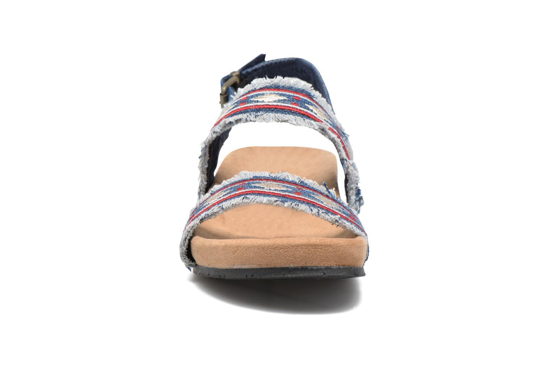 Sandali e scarpe aperte Minnetonka Melody Azzurro modello indossato
