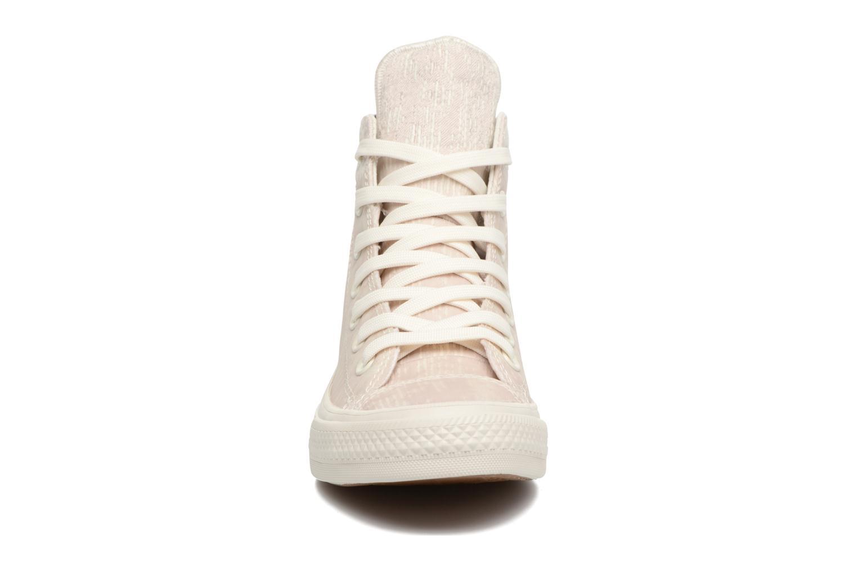 Baskets Converse Chuck Taylor All Star II Rubber Hi W Beige vue portées chaussures