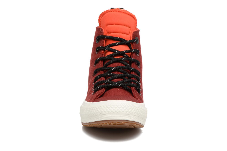 Sneakers Converse Chuck Taylor All Star II Hi Shield Canvas Boot W Rosso modello indossato