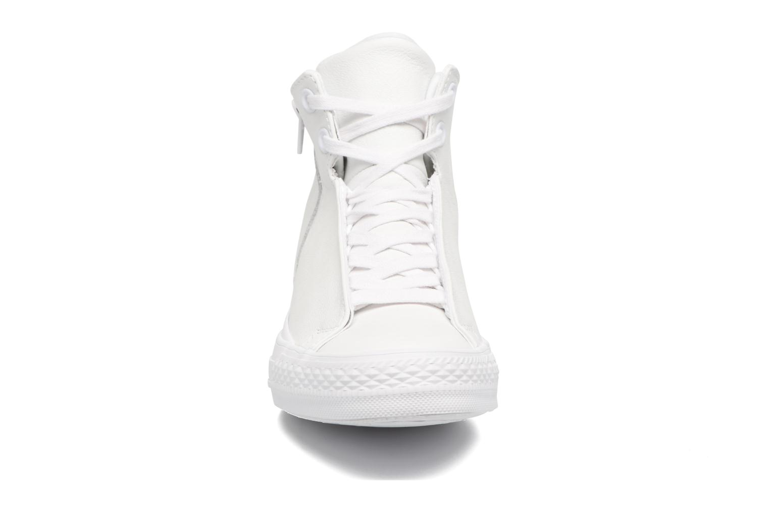 Baskets Converse Chuck Taylor All Star Selene Monochrome Leather Mid Blanc vue portées chaussures