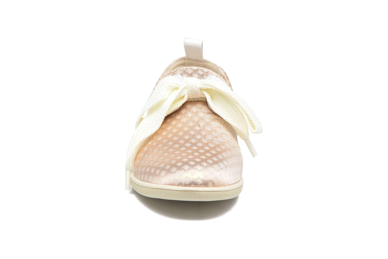 Sneakers Armistice Stone One Palace Rosa modello indossato