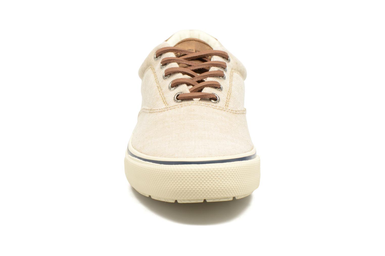 Sneakers Sperry Striper LL Line Beige modello indossato