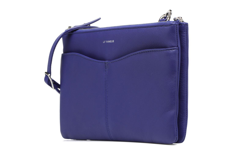 Sacs à main Le Tanneur Pochette double zippée Valentine Bleu vue portées chaussures