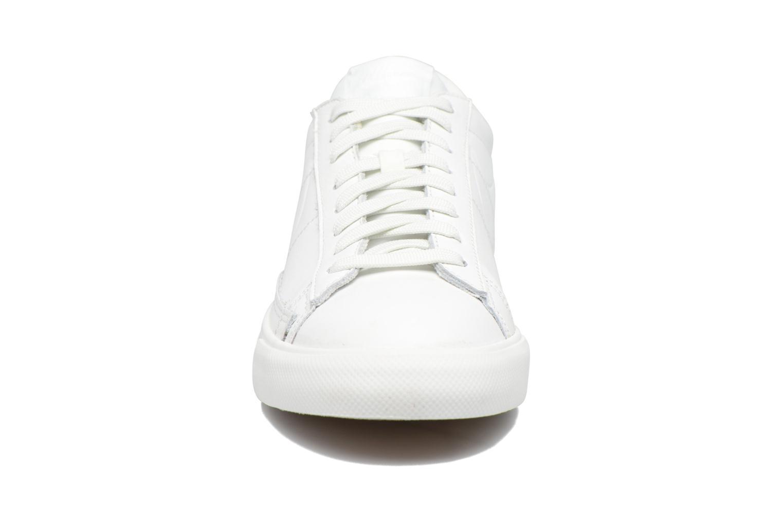 Baskets Nike Blazer Low Blanc vue portées chaussures