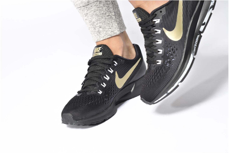 Sportschuhe Nike Wmns Nike Air Zoom Pegasus 34 weinrot ansicht von unten / tasche getragen