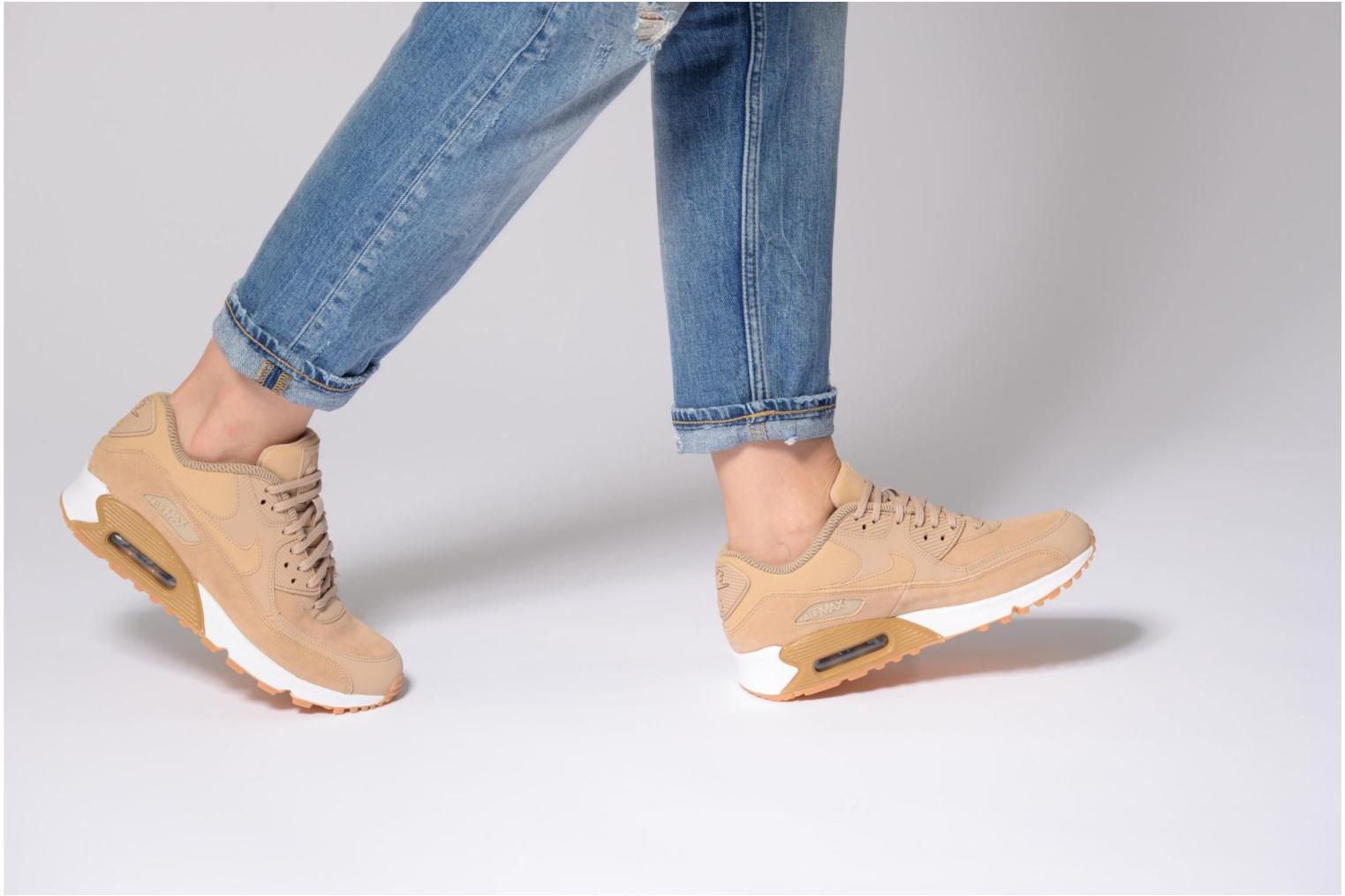 Trainers Nike Wmns Air Max 90 Se Yellow view from underneath / model view