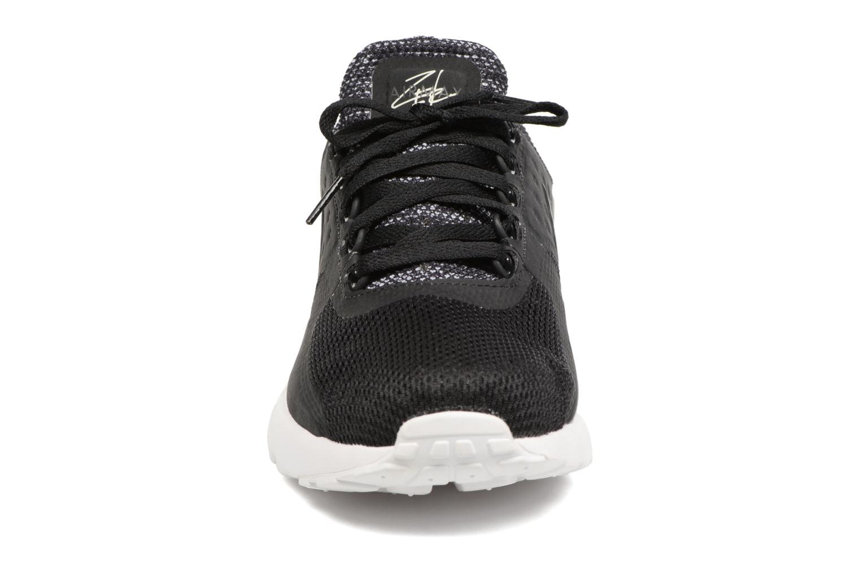 Baskets Nike 903892-001 Noir vue portées chaussures