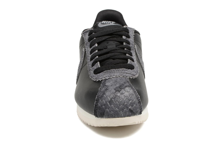 Baskets Nike Wmns Classic Cortez Prem Noir vue portées chaussures