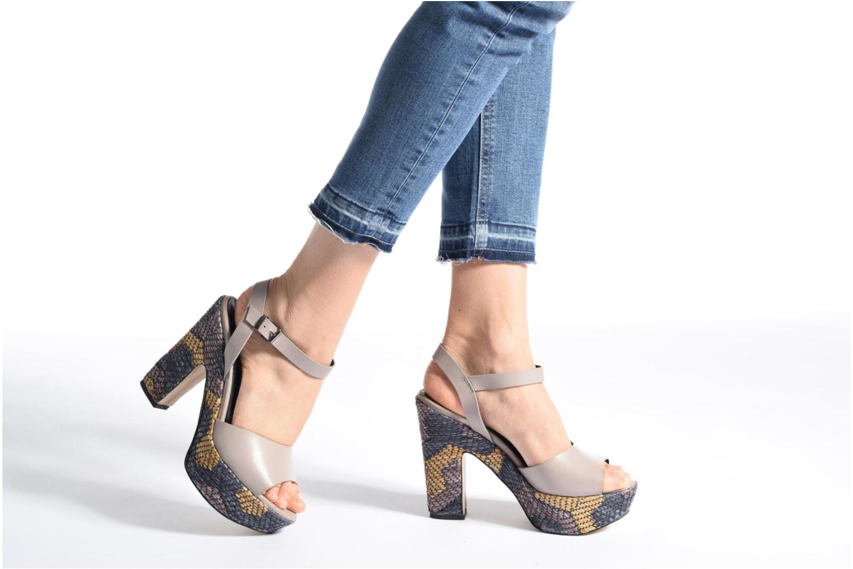 Sandales et nu-pieds Elizabeth Stuart Eugenie Beige vue bas / vue portée sac