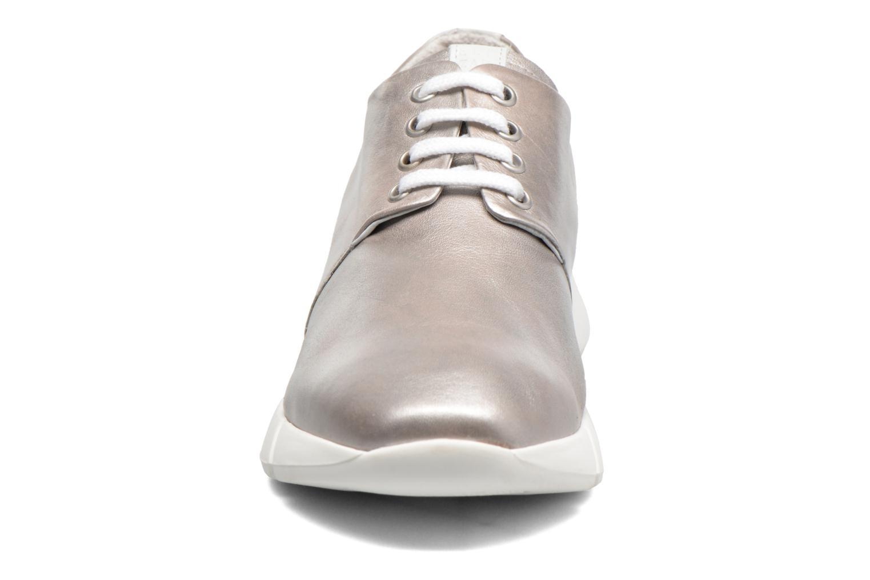 Sneakers Elizabeth Stuart Gozi 967 Argento modello indossato