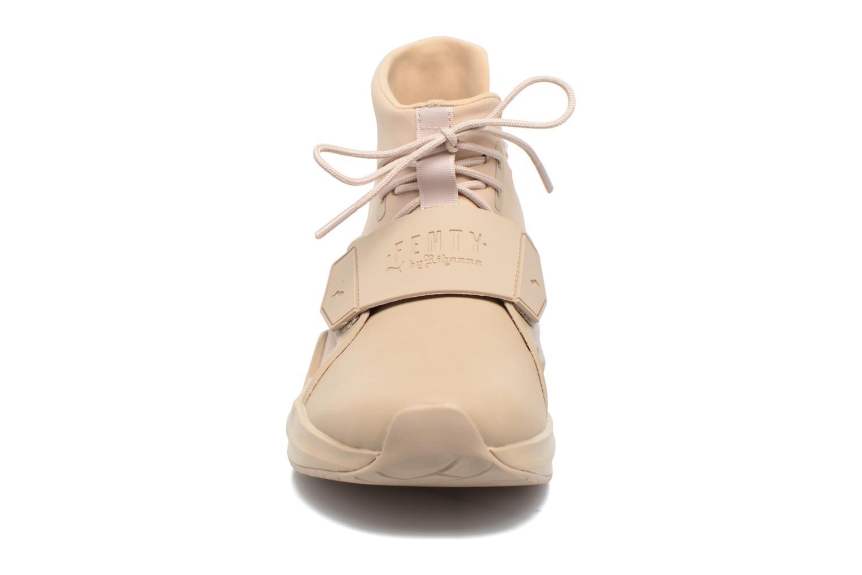 Sneakers Puma FENTY TRAINER WN Beige modello indossato
