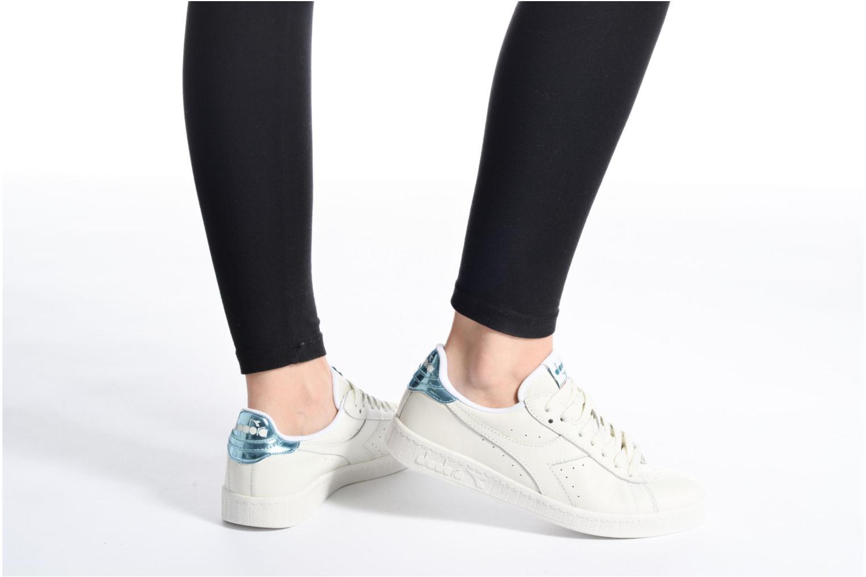 Sneaker Diadora GAME L LOW MIRROR weiß ansicht von unten / tasche getragen
