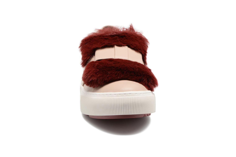Baskets Karl Lagerfeld Luxor Kup PomBow Slip On Rose vue portées chaussures