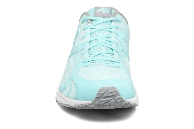 Baskets New Balance WL1400 B Q2 Bleu vue portées chaussures