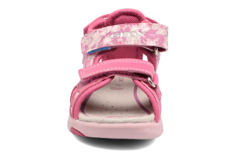 Sandales et nu-pieds Geox B SANDAL MULTY GIRL Rose vue portées chaussures