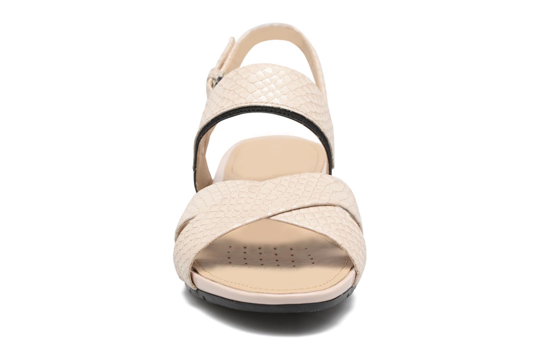 Sandales et nu-pieds Geox D FORMOSA B II Beige vue portées chaussures