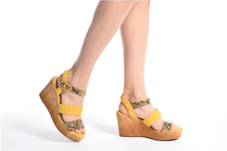 Sandales et nu-pieds Geox D JALEAH B Jaune vue bas / vue portée sac