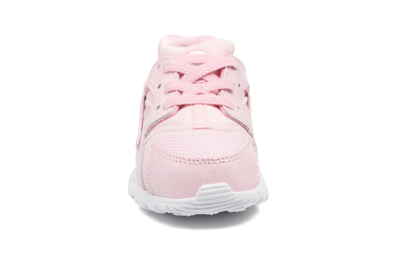 Baskets Nike Nike Huarache Run Se (Td) Rose vue portées chaussures
